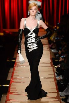 Moschino Fall 2017 Fashion Show
