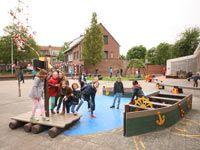 kleuter speelplaats ontwerpen met verplaatsbare speeltuigen.