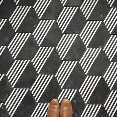New Bathroom Black Brown Hex Tile Ideas Floor Patterns, Tile Patterns, Textures Patterns, Hex Tile, Hexagon Tiles, Hexagon Pattern, Tiling, Floor Design, Tile Design