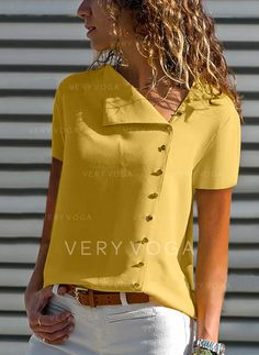 Shopping V Neck Single Breasted Plain Blouses online with high-quality and best prices Shirts & Blouses at Luvyle. Spring Fashion Casual, Casual T Shirts, Work Casual, Plus Size Tops, Pattern Fashion, Shirt Blouses, Blouses For Women, Ladies Blouses, Single Breasted