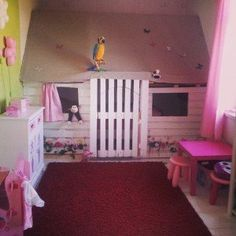 Perfect pallet princess playhouse! I love all of the DIY's for pallet projects. :)
