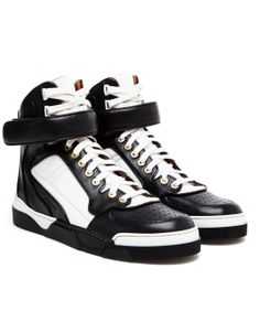 Skórzane adidasy - Givenchy Paris, ok. 2500zł http://www.barneys.com/on/demandware.store/Sites-BNY-Site/default/Product-Show?pid=503131776&utm_source=J84DHJLQkR4&utm_medium=affiliate&siteID=J84DHJLQkR4-EFZhMXxRHeKT2SIh2Ifp1A