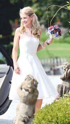 f08851300ed5 89 Best Krátké svatební šaty images