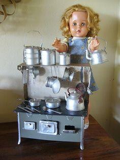 Brinquedos Antigos: Mini Fogão Icoss e Boneca Xodó da Estrela