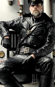 Leather Gloves, Leather And Lace, Leather Men, Leather Jacket, Tom Of Finland, Hot Cops, Older Men, Second Skin, Leather Fashion