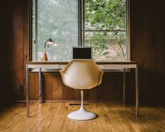 Simplicity at its best - Great home office decoration idea - Workspace Inspiration via Bureau Simple, Simple Desk, Inspiration Design, Workspace Inspiration, Minimal Desk, Interior And Exterior, Interior Design, Interior Ideas, Desk Setup