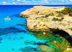 Verbringt mit diesem attraktiven Ferien Deal zu zweit 7 Nächte im 4.5 Sterne-Hotel Capo Bay in Zypern. Im Preis ab 1'999.- sind die Halbpension, der Flug sowie die Transfers inbegriffen.  Buche hier deine Ferien: http://www.ich-brauche-ferien.ch/ferien-deal-1-woche-zypern-fuer-2-fuer-nur-1999-buchen/