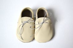 Handmade soft sole leather baby shoes / Baby boy di MiniMos