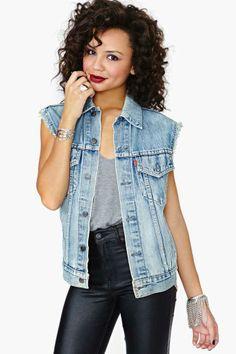 Levi's Denim Vest – Summer Sun Jean Vest Outfits, Edgy Outfits, Modern Outfits, Summer Outfits, Fashion Outfits, Fashion Tips, Dope Fashion, Denim Fashion, Denim Top