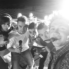Anyone who's familiar with the One Direction fandom will know that there isn't a whole lot that fans of Zayn Malik, Niall Horan, Harry Styles, Liam Payne and Louis Tomlinson wouldn't do for them… One Direction Selfie, One Direction Louis, One Direction Concert, Larry Stylinson, Zayn Malik, Niall Horan, X Factor, On The Road Again, 1d And 5sos