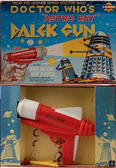 Vintage plastic toy gun Diorama, Childrens Christmas Gifts, Doctor Who Dalek, Sci Fi Weapons, Fantasy Weapons, 1960s Toys, Space Toys, Scary Monsters, Retro Futuristic