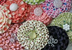 How To Make 20 Different Fabric Flowers - I would like this on a quilt