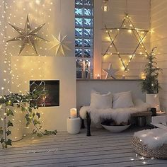 100 Creative Christmas Decor for Small Apartment Ideas Which Are Merry & Bright - Hike n Dip - - Even if you have a small Apartment, you can decorate it for Christmas. Here are Christmas Decor for Small Apartment ideas, that are cheap & budget friendly. Christmas Interiors, Christmas Room, Plaid Christmas, Christmas Stars, Christmas Ideas, Christmas Candle Decorations, Christmas Mantels, Winter Home Decor, Winter House