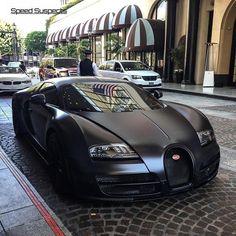Bugatti Veyron in mattem Schwarz - You Can Drive My Car - Auto Bugatti Veyron, Bugatti Cars, Luxury Sports Cars, Best Luxury Cars, Maserati, Dream Cars, Pagani Huayra, Fancy Cars, Nice Cars