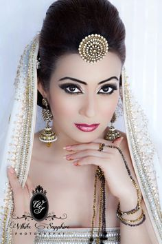 wow indian bride in white and gold, photo by white sapphire