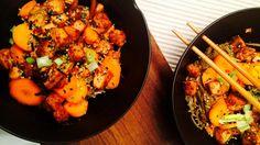 Raskt, enkelt, take what you have, make the best of it-middag. 15 minutter brukt på middag fra start til slutt. Noen ganger er det sånn det må være, og da går jeg for nudler, tofu, en saus og noen ...