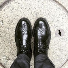 Heinrich Dinkelacker 足が大きく見えます #heinrichdinkelacker #shoes #weinheimer #buda #heinrichdinkelackerbuda #ハインリッヒディンケラッカー #ハインリッヒディンケルアッカー #紳士靴 #革靴 #ワインハイマー
