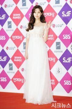 SNSD SeoHyun at the red carpet of SBS' Drama Awards