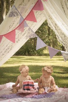 Tasty Bella Cake Smash // Sunshine Coast // first birthday // vintage // girl // girly // pink // purple // outdoor // tutu // pearls // twins // sisters // friends // lace // tent // balloons