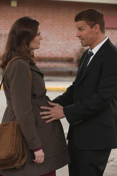 """Booth and Brennan Outside the Jail in Bones Season 7, Episode 7: """"The Prisoner in the Pipe"""""""