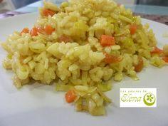 """Arroz con verduras al curry  Otra receta más del libro de Karlos Arguiñano """" Como en casa. Recetas para triunfar cocinando"""". Yo la hice con el arroz brillante sabroz. Nos gustó mucho el resultado. Voy a poner la receta tal cual está en el libro perolo del caldo yo me lo salté, ya que tenía hecho.    http://www.lospostresdeelena.com/2013/02/arroz-con-verduras-al-curry.html"""