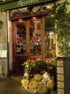 Can Recasens: Lovely restaurant set in the lesser known neighbourhood of Poblenou. The whole place is decorated with fresh fruit and vegetables, which adorn the floors and every possible nook and cranny. The menu focuses on cured meats and cheeses (regional, Spanish and French) and really great salads. The tiramisu is also really worth ordering. http://www.canrecasens.com/