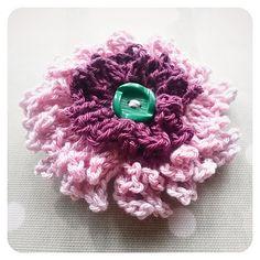 Crochet Flower Pattern Dahlia : Crochet on Pinterest African Flowers, Crochet Flowers ...