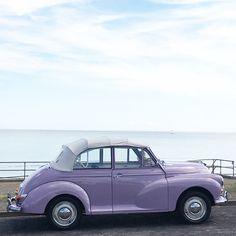 Vintage classic car 💜 At the seaside. Love the purple colour Violet Aesthetic, Lavender Aesthetic, Aesthetic Colors, Aesthetic Images, Aesthetic Backgrounds, Aesthetic Vintage, Aesthetic Photo, Mode Purple, Purple Love