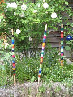Gartenkugeln & -stelen - Kunterbunte Gartenstäbe 1m - ein Designerstück von imi-solo bei DaWanda