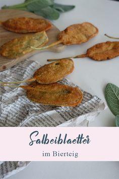 Dieses Apéro-Rezept wird bei uns in der Schweiz Salbeimüsli - also Salbeimäuse - genannt. Woher der Name kommt, ist schnell klar :). Es handelt sich bei diesem Rezept um saftige Salbeiblätter, welche durch einen Bierteig gezogen und dann in Fett ausgebacken werden.   #salbei #apero #häppchen #aperogebäck Finger Foods, Partys, Fett, Ethnic Recipes, Blog, Random, Vegetarische Rezepte, Beer Batter Recipe, Asian Food Recipes