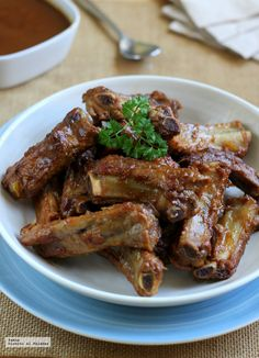 Costillas al kalimotxo Canapes, Deli, Chicken Wings, Tapas, Sandwiches, Appetizers, Yummy Food, Cooking, Kebabs