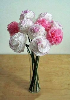 DIY Paper Carnations - tissue paper, marker, scissors, pipe cleaners or floral wire, [optional] floral tape Tissue Paper Crafts, Diy Paper, Paper Crafting, Flower Crafts, Diy Flowers, Fabric Flowers, Fresh Flowers, Flower Ideas, Flower Bouquets