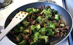 Bife com brócolis à chinesa