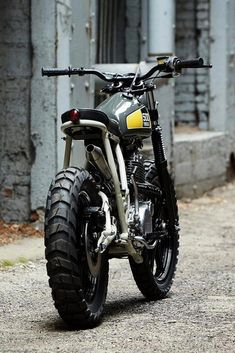 Welcome to Cafe Racer Design! We focus solely on showcasing the design of Cafe Racer Motorcycles. Cafe Racer is a term used for a type of motorcycle and the cyclists who ride them! Tracker Motorcycle, Moto Bike, Motorcycle Design, Bike Design, Moto Scrambler, Scrambler Custom, Cafe Bike, Cafe Racer Bikes, Cafe Racers