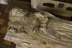 margaret giffard 1539 detail 5 by Sic Itur Ad Astra, via Flickr 16th Century Clothing, Grave Monuments, Tudor Costumes, Upper Crust, Mary I, Lap Dogs, Effigy, Hoods, Medieval