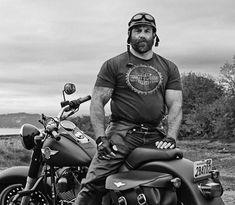 Leather and beards Scruffy Men, Hairy Men, Handsome Guys, Biker Leather, Leather Men, Black Leather, Bear Tumblr, Motorcycle Men, Grey Beards