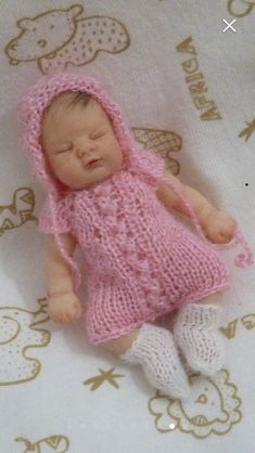 Baby Furniture, Miniature Dolls, Baby Dolls, Crochet Hats, Miniatures, Diy, Drawings, Knitting Hats, Bricolage