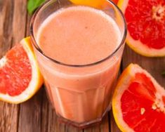 Grapefruit and strawberry shake. Instead of Yokebe I blitz of oats and go from there. Grapefruit Smoothie, Cucumber Smoothie, Cherry Smoothie, Juice Smoothie, Pink Grapefruit, Yummy Smoothies, Smoothie Recipes, Cucumber Detox Water, Sweets
