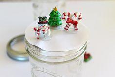 DIY Mason Jar Snow Globes Tutorial - Creative Cynchronicity Pink Mason Jars, Mason Jar Diy, Mason Jar Crafts, Mason Jar Christmas Crafts, Christmas Diy, Christmas Decorations, Christmas Sweets, Xmas Crafts, Christmas Ornaments