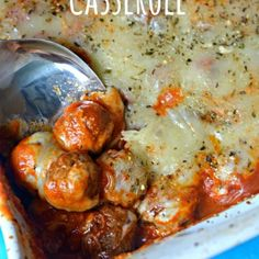 I love easy & delicious recipes like this Meatball Parmesan Casserole. You only need 5 ingredients, it's ready in minutes & it'll feed a crowd for cheap. Beef Recipes, Cooking Recipes, Recipies, Pizza Recipes, Vegetable Recipes, Pizza Casserole, Casserole Recipes, Meatball Casserole, Squash Casserole