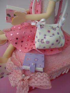 Bonequinha em eva, caixa em mdf, fica lindo como porta joias e dá um charme na decoração.  Feito com carinho.