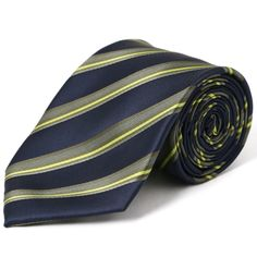 【ポールスミスのネクタイ】 深いグリーンのストライプネクタイ。シルクの光沢感が美しくエレガントな印象です。大切な日のディナーなど特別な時にお薦めです。  https://kashi-kari.jp/products/r003540 #ネクタイレンタル