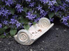 Pflanzschalen - HauswurzWiege Pflanzschale Keramik Unikat Schnecke - ein Designerstück von elfenfluestern bei DaWanda