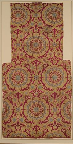 Silk Fragment with Circular Rosace-like Floriate Medallions Date: first half 16th century Geography: Turkey, probably Istanbul Culture: Islamic Medium: Silk, metal wrapped thread; lampas (kemha) Accession Number: 52.20.18a–e