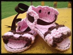 Hey, I found this really awesome Etsy listing at https://www.etsy.com/listing/194824727/crochet-baby-sandals-pink-and-brown