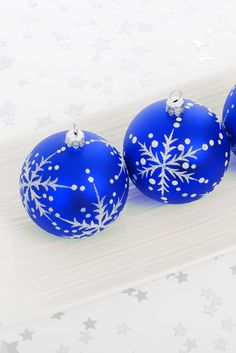 Christmas balls Blue Christmas, Christmas Balls, Christmas Colors, Christmas Holidays, Merry Christmas, Christmas Decorations, Xmas, Christmas Ornaments, Holiday Decor