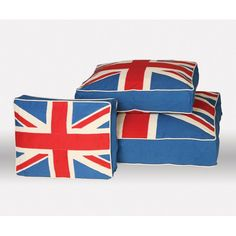 If I had a dog, they would totally have one of these Unleashed Life Union Jack Pet Beds.