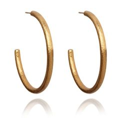 18ct yellow gold hand-hammered semi hollow hoop earrings from the Organza collection.