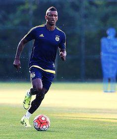 Nani Çalışıyor. :)  #Luis #Nani #Fenerbahçe #RVP #Meireles #Caner #LuisNani #Robin #Van #Persie #Volkan1 #Nani17 #Luisnani17 #Luis Nani