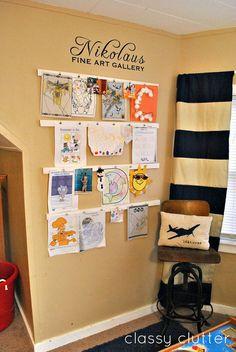 Galeria de artes para os pequenos! Acho que a criança fica muito mais inspirada sabendo que ficará exposto... Pelo menos a minha fica!